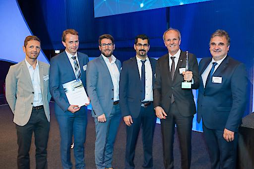 Bei der Verleihung des AVL Awards (von links nach rechts): Eduard Trausmüller, Martin Jäger, Roman Bock, Fardin Azizi (AVL), Johann Bock, Manfred Hofer