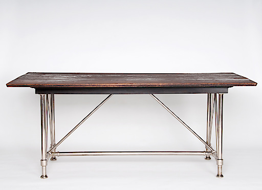 """Otto Wagner, Tisch für den Ausstellungsraum des Depeschenbüros """"Die Zeit"""" in Wien, 1902 Ausführung: J. & J. Kohn"""