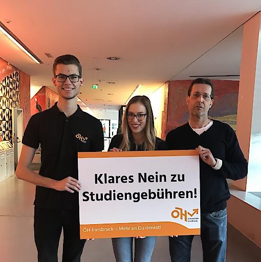 ÖH Vorsitzender Dominik Berger und die Stellvertretende ÖH Vorsitzende Johanna Beer treten gemeinsam mit Senatsvorsitzendem Univ.-Prof. Dr. Ivo Hajnal gegen Studiengebühren auf.