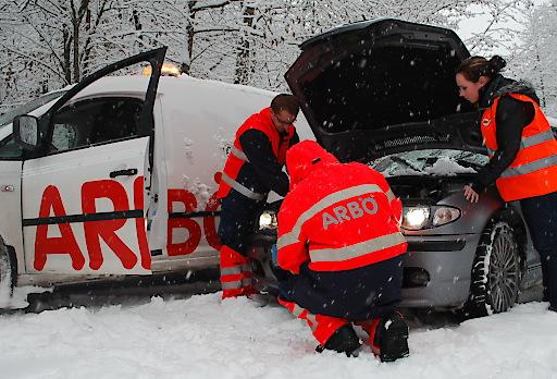 Wenn das Fahrzeug streikt, helfen ARBÖ Techniker weiter