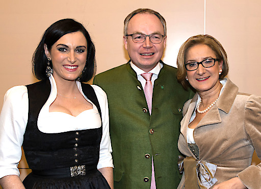 Bundesministerin Elisabeth Köstinger, LH-Stellvertreter Stephan Pernkopf und Landeshauptfrau Johanna Mikl-Leitner genossen einen schönen Ballabend.