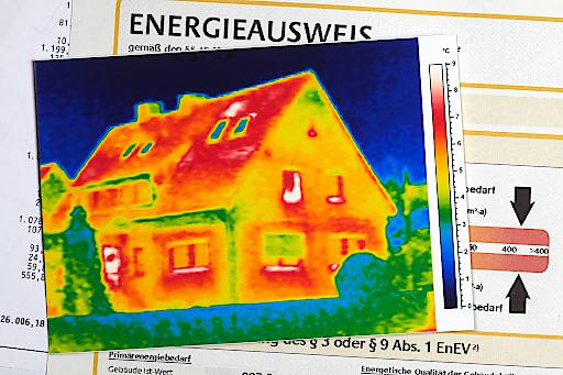 """In Sachen Energieeffizienz ist der TÜV AUSTRIA kompetenter Ansprechpartner für alle Immobilienverkäufer bzw. Vermieter. Andreas Kloiber, Business Unit Manager Bau: """"Unsere Experten unterstützen nicht nur bei der Erneuerung oder Aktualisierung des Energieausweises, sie haben auch für alle Energieverbraucher das richtige Konzept zur Realisierung von Einsparungspotenzialen."""""""