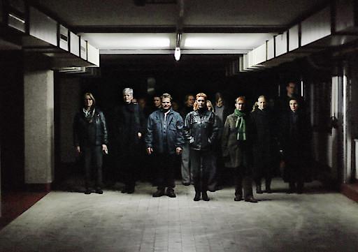 Die ArbeiterInnen verlassen die Fabrik/Katharina Gruzei
