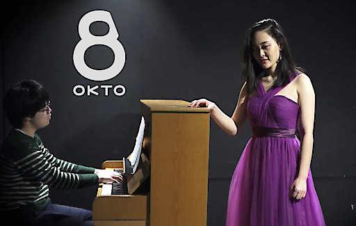 "Sängerin Xinzi Hou performt ""China ist meine Leidenschaft""."