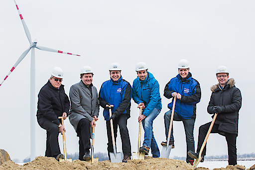 v.l.n.r: Herbert Bauch (Bgm. Dürnkrut), Martin Steininger (Vorstand Windkraft Simonsfeld), Dr. Frank Dumeier (Vorstand W.E.B Windenergie AG), Markus Winter (Technikchef Windkraft Simonsfeld), Dr. Michael Trcka ((Vorstand W.E.B Windenergie AG) und Gerald Haasmüller (Bgm. Velm-Götzendorf)