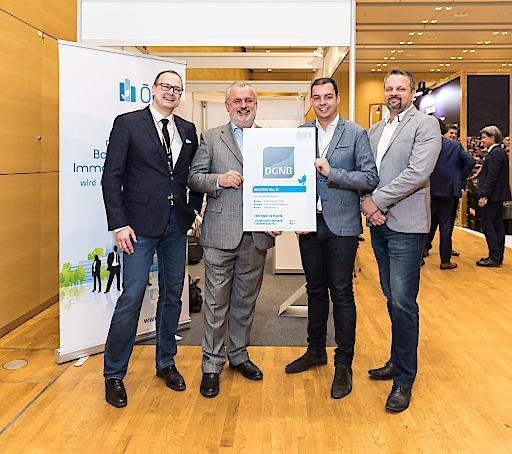 Übergabe der Zertifikate im Rahmen der Urban Future Global Conference.