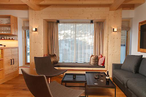 Die großen Fenster der Trattlers Hof-Chalets ermöglichen einen wunderbaren Blick in die Natur. Kombiniert mit der wohltuenden Wärme steht der Entspannung nichts mehr im Wege.