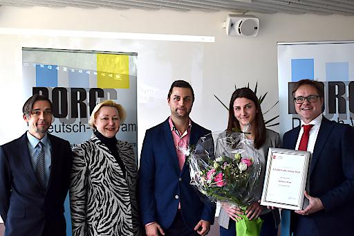 Direktor Andreas Breitegger und Klassenvorstand Martin Sturc vom BORG Deutsch-Wagram, freuten sich gemeinsam mit Landesschulinspektorin Wöhrer und Manfred Hämmerle von imh mit der Schülerein des Jahres Stefanie Platt.