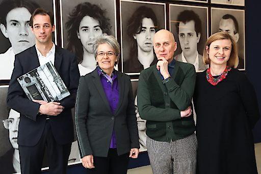 http://www.apa-fotoservice.at/galerie/12206 Im Bild v.l.n.r.: Florian Steininger (künstlerischer Direktor Kunsthalle Krems), Petra Bohuslav (Landesrätin in Vertretung von Landeshauptfrau Johanna Mikl-Leitner), Axel Hütte (Künstler), Julia Flunger-Schulz (Geschäftsführerin Kunstmeile Krems)