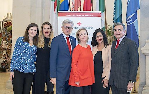 Bild zu OTS - OFID lud bereits zum dritten Mal zur Benefiz-Kunstauktion zugunsten des Österreichischen Roten Kreuzes ins Palais Deutschmeister, dem Hauptsitz des Fonds. Die Auktion, welche in Kooperation mit Sotheby's stattfand, erzielte einen Gesamterlös von über 38.500 Euro.
