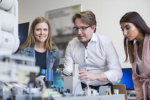Technik und Digitalisierung kombiniert in vier Masterstudiengängen an der FH Kufstein Tirol.