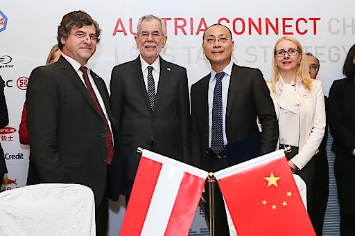 WSK Präsident Gerald Wirth, Bundespräsident van der Bellen und Ping Gong