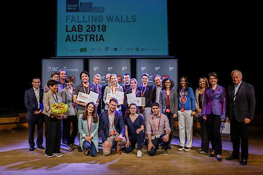 Die TeilnehmerInnen und GewinnerInnen des dritten Falling Walls Lab Austria mit der Jury am Freitag, 13. April 2018