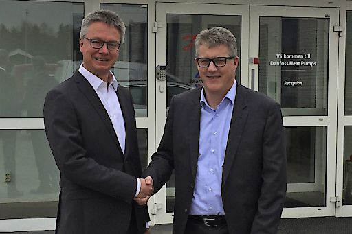 Dr. Kai Schiefelbein (links), Geschäftsführer Stiebel Eltron-Gruppe, und Troels H. Petersen, Head of Corporate Strategy, Danfoss A/S.
