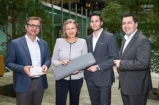 Das CubileHealth Monitoring-System fürs digitale Krankenbett erhält frisches Kapital für den Markteintritt - vlnr. Johannes Hilbe (Gründer CubileHealth), LRin Patrizia Zoller-Frischauf, Bernhard Letzner (Segnalita Ventures) und Marcus Hofer (GF Standortagentur Tirol)