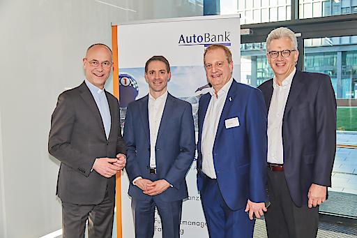 Dompfarrer Toni Faber, Mag. Markus Beuchert, Dipl.-Betr. oec Gerhard Dangel, Gerhard Fischer (Vorstände AutoBank)