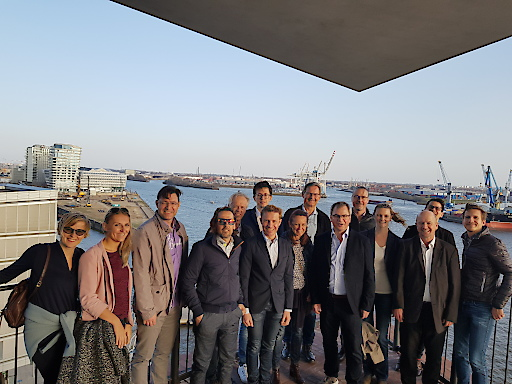 Gruppenbild auf der Plaza der Elbphilharmonie