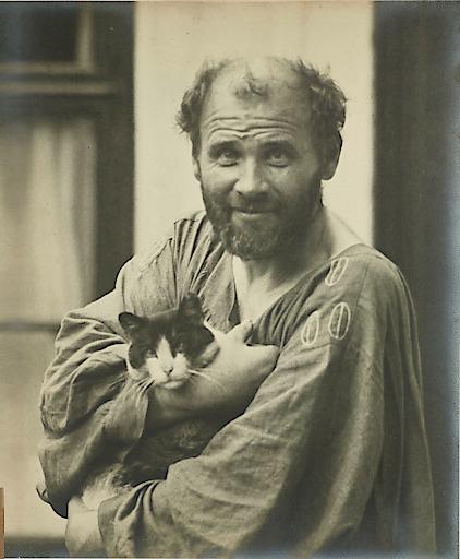 Gustav Klimt mit Katze, fotografiert von Moriz Nähr, 1911