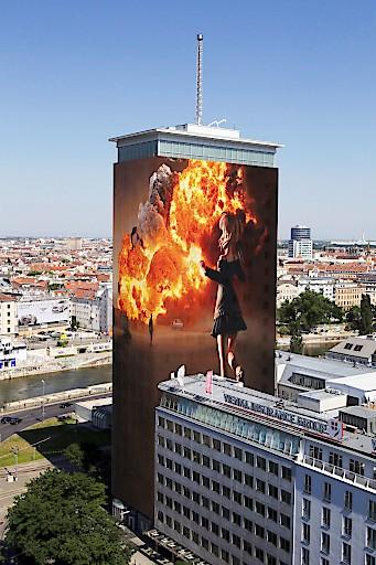 """Ringturmverhüllung 2018, Gottfried Helnwein – """"I SAW THIS"""" (Foto/Rendering: Seite Schottenring)"""