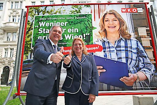 WKW Präsident Walter Ruck präsentierte mit Transportunternehmerin und Testimonial Martina Anderl die neue Kampagne.