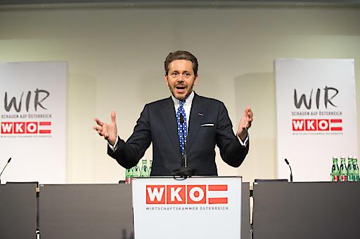 (C) photonews.at/Georges Schneider - Wien 18.05.2018 - Sondersitzung des Wirtschaftsparlaments anl. der Amtsübergabe an der Spitze der.Wirtschaftskammer Österreich (WKÖ) -.PHOTO: der neue WKÖ-Präsident Harald Mahrer bei seiner Rede.