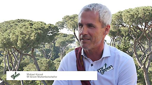 Michael Konsel in Rom kurz vor dem Spitzenspiel AS Roma vs. Juventus Turin mit der Gewinnergruppe des Mr Green Gewinnspiels