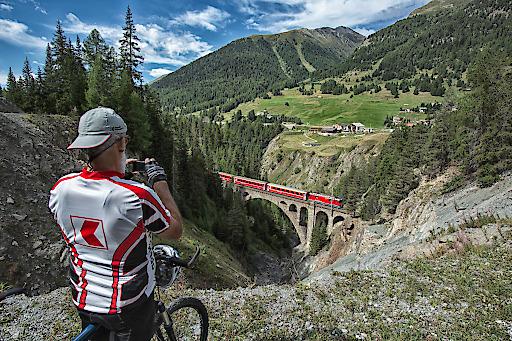 Pontresina - Scuol-Tarasp, Schweiz, Sommer, Velo, Viadukt