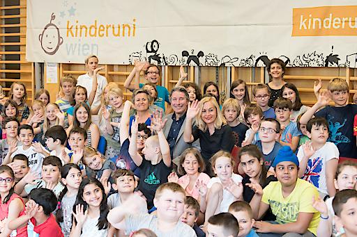 https://www.apa-fotoservice.at/galerie/13895 Bild zeigt: Christa Schnabl, Vizerektorin Uni Wien; Kurt Matyas, Vizerektor TU-Wien und Anita Rieder, Vizerektorin MedUni Wien.