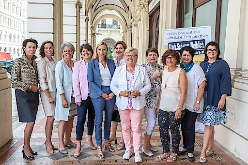 Bundesvorstand der ÖVP Frauen mit FBM Juliane Bogner-Strauß
