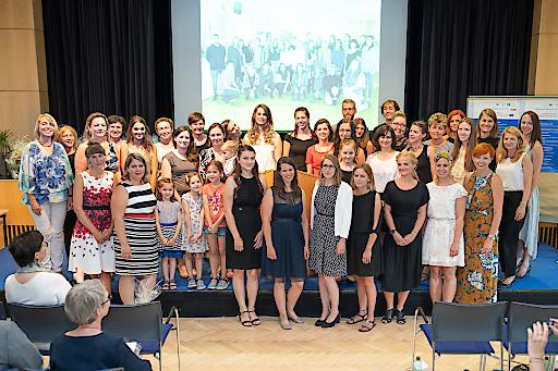 AbsolventInnen BABE+ und KIWI-StandortleiterInnen bei der Abschlussfeier am 8.6.2018
