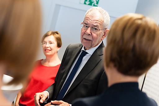 Bundespräsident Alexander Van der Bellen zu Besuch bei Amnesty International Österreich