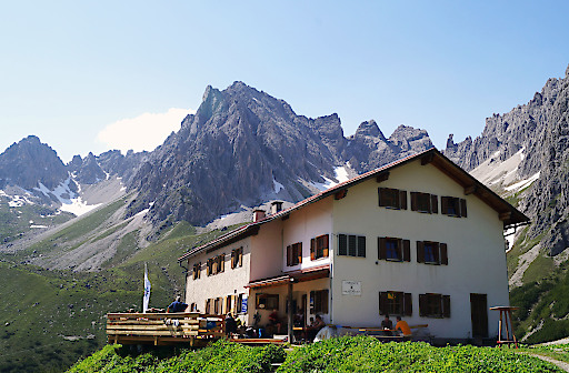 Blicken Sie mit dem Österreichischen Alpenverein hinter die Kulissen der Steinseehütte in den Lechtaler Alpen in Tirol.