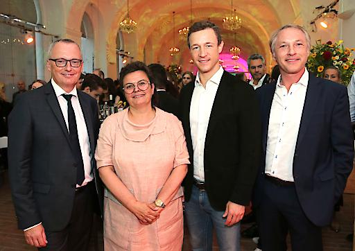 """Die """"Krone"""" feierte mit Prominenz aus Wirtschaft, Politik und Medien in der Wiener Orangerie"""