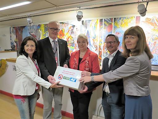 FCG-Steiermark übergibt Sozialministerin Beate Hartinger-Klein 12.000 Unterschriften gegen die Zerschlagung der Unfallversicherungsanstalt (AUVA)