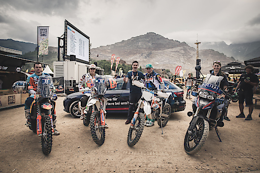 von links: Rally Dakar Profis Matthias Walkner (AUT) und Laia Sanz (ESP), Mag. Alexander Marakovits (Pressesprecher BMI), Karl Katoch (Erzbergrodeo) während des Erzbergrodeo XX4