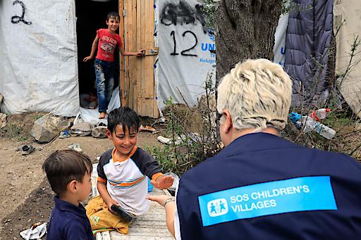 Appell zum Weltflüchtlingstag: Kinder auf der Flucht brauchen besonderen Schutz und kindgeRECHTe Betreuung! SOS-Kinderdorf Österreich unterstützt Hilfsprojekte vor Ort (im Bild Projekt von SOS-Kinderdorf Griechenland auf Lesbos) und betreut in Österreich aktuell knapp 300 unbegleitete minderjährige Flüchtlinge.