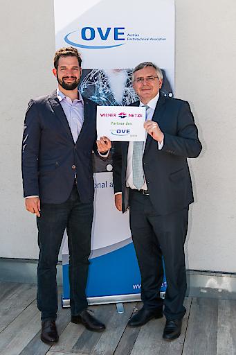 Freuen sich über die vereinbarte Kooperation: Fabian Zavarsky, Vorsitzender des youngOVE Wien, und Dipl.-Ing. Gerhard Fida, Geschäftsführer der Wiener Netze GmbH (v.l.)