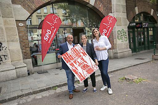 Peter Jagsch, Stefanie Lamp und Stefanie Vasold (v.l.n.r.) präsentieren das Programm des XXI Gürtel Nightwalks