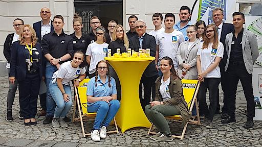 Generaldirektor Pölzl besucht Jugendliche in Lehrlingsfiliale in Linz