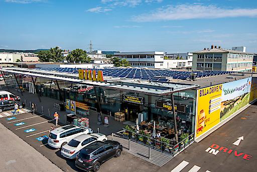 BILLA Filiale Perfektastraße ausgestattet mit Photovoltaikanlage auf dem Dach