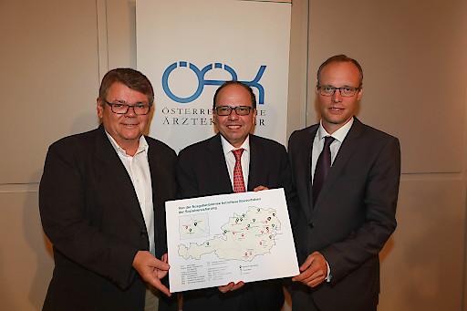 https://www.apa-fotoservice.at/galerie/14677 Wien. im Bild von links nach rechts: Wolfgang Katzian, Präsident des ÖGB, Thomas Szekeres , Präsident des ÖÄK und Alexander Biach, Vorsitzender des HV