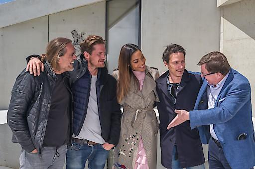 Architekt Johann Obermoser, Art Director Neal Callow, Schauspielerin Naomie Harris, Multimedia Designer Tino Schaedler und Jakob Falkner auf der 230 m² großen Plaza (v.l.n.r.).