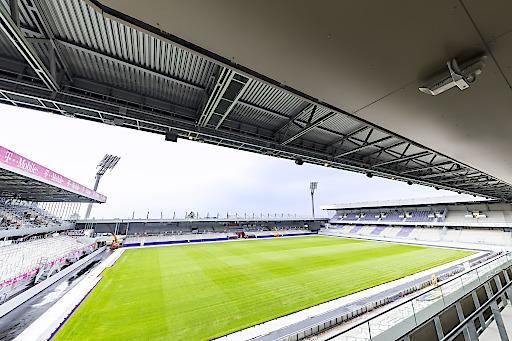 Beeindruckender Blick in die neue Generali-Arena: 17.500 Zuschauer fasst die neue Heimat des FK Austria Wien – spezielle Areas für Familien, Fans, Medien und VIPs u.v.m. machen den Stadionbesuch für alle Besucher attraktiver als je zuvor.