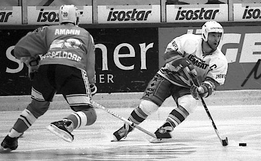 """Gerd Truntschka während seiner aktiven Zeit als Eishockeyprofi beim EC Hedos München. Weiterer Text über ots und www.presseportal.de/nr/126697 / Die Verwendung dieses Bildes ist für redaktionelle Zwecke honorarfrei. Veröffentlichung bitte unter Quellenangabe: """"obs/LaVita GmbH"""""""