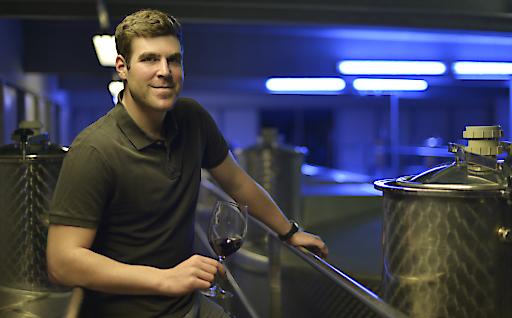 Jung-Kellermeister Markus Kurz vom Weingut Domaine Pöttelsdorf kümmerte sich mit großem Einsatz und Leidenschaft um den Ausbau des IWC Siegerweines Blaufränkisch Abendrot 2015.