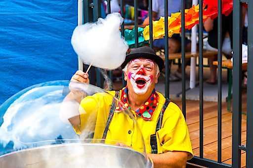 Clowns, Hüpfburgen, Kinderdisco und viele weitere Specials bei den a&o Family Days