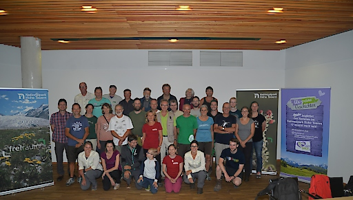 Gruppenfoto der Teilnehmerinnen und Teilnehmer mit Direktoriumsvorsitzenden DI Wolfgang Urban