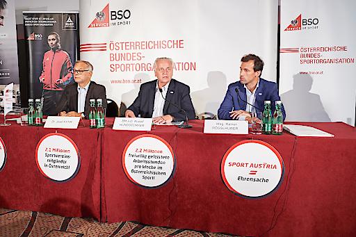 BSO-Präsident Rudolf Hundstorfer präsentiert mit Dr. Josef Kytier, Leiter der Direktion Bevölkerung der Statistik Austria, und BSO-GF Mag. Rainer Rößlhuber die Ergebnisse der Mikrozensusbefragung zu Sportvereinsmitgliedschaften.