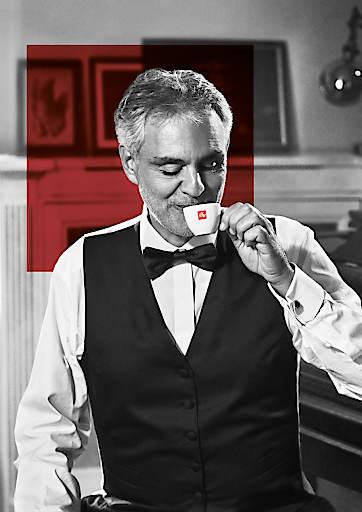 Andrea Bocelli ist der Botschafter der neuen Kampagne von illycaffè