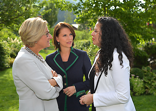 Landeshauptfrau Johanna Mikl-Leitner, Staatssekretärin Karoline Edtstadler und Entwicklungsexpertin Helga Flores-Trejo